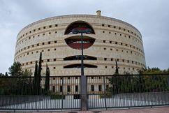 Torre-Triana, sede administrativa de varias consejerías en la isla de la Cartuja, Sevilla (1993).