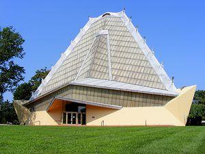 Frank Lloyd Wright. Sinagoga Beth Sholom.1.jpg
