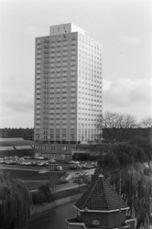 Hotel Okura, Ámsterdam (1968-1972) junto con Gerard Holt