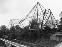 Aviario, Zoo de Londres (1961-1963), junto con Lord Snowdon y Frank Newby.