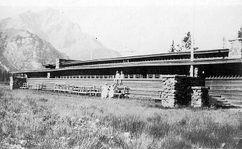 Banff Park Pavilion, Banff National Park, Alberta, Canadá. (1911-1914)