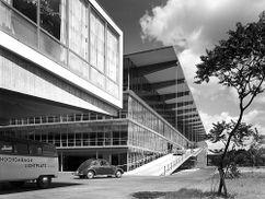 Hotel y aparcamiento Haniel, Düsseldorf (1950-1951)