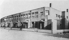 Viviendas adosadas en Joh. van Oldenbarneveldtlaan, La Haya (1922), junto con Bernard Bijvoet.
