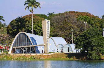 Niemeyer.IglesiaSanFrancisco.jpg