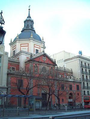 Vista de la iglesia de las Calatravas, desde la calle de Alcalá.