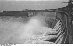 Bundesarchiv B 145 Bild-F016197-0008, Wasserkraftwerk am Dnjepr.jpg