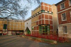 Galería Clore para la Colección Turner (Tate Gallery), Londres (1980-1986), junto con Michael Wilford.