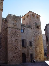 Palacio de los Golfines de Abajo, fachada y torre