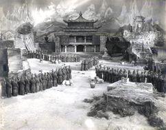 Decorados para la película Lebende Buddhas (1925)