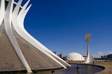 Niemeyer.CatedralBrasilia.3.jpg