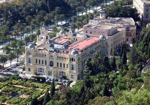 Lateral del Ayuntamiento de Málaga visto desde Gibralfaro.