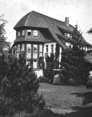 Casa y Centro juvenil Zwirner, Lowenberg (1909-1910)