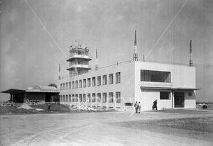AdolfBens.AeropuertoRuzyne.4.jpg