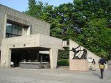 Museo Nacional de Arte Occidental, Tokio, Japón. (1959), junto con Junzo Sakakura