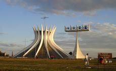 Niemeyer.CatedralBrasilia.1.jpg