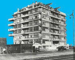 Apartamentos Nirvana, La Haya, Países Bajos (1927), junto con Jan Gerko Wiebenga.