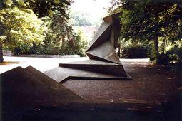 Gropius.Monumento caidos de marzo.4.jpg