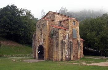 Iglesia de San Miguel de Lillo.jpg