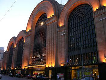 El edificio, con su fachada Art Decó, fue un proyecto del ingeniero José Luis Delpini