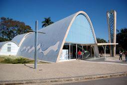 Niemeyer.IglesiaSanFrancisco.2.jpg