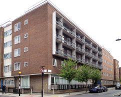 Residencia de estudiantes Ramsay Hall, Londres (1951-1954)