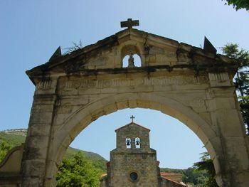 Portalada de Santa María del Puerto.