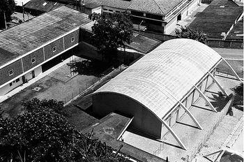 Reidy.Escuela y gimnasio en Pedregulho.1.jpg