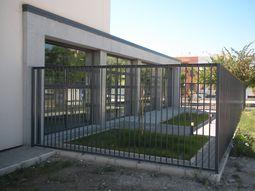 acceso principal en fachada norte