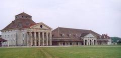 Arc-et-Senans - Pavillon du directeur et atelier.jpg