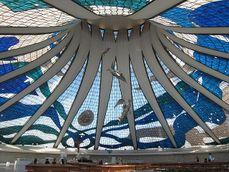 Niemeyer.CatedralBrasilia.4.jpg