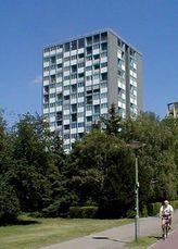 Viviendas en la Interbau, Berlín (1956-1957) junto con Raymond Lopez