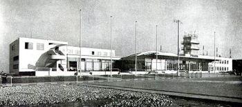 AdolfBens.AeropuertoRuzyne.jpg