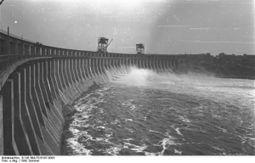 Bundesarchiv B 145 Bild-F016197-0003, Wasserkraftwerk am Dnjepr.jpg