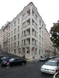 Chochol. Edificio de apartamentos Hodek.jpeg