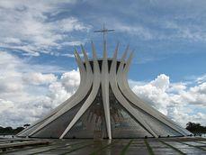 Niemeyer.CatedralBrasilia.2.jpg