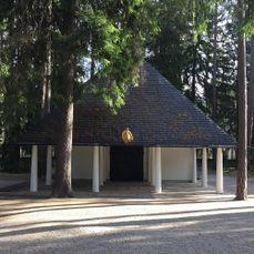 Capilla del bosque, Estocolmo]]. (1918-20)