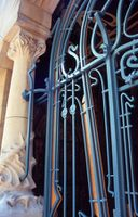 Hector Guimard - La rejilla del Castel Béranger - 1898Guimard beranger stglass.jpg