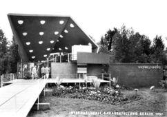 Pabellón de Venezuela en la Interbau, Berlín (1957), junto con el ingeniero Johannes Johannson