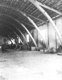 Nave de la Cooperativa, con arcos catenáricos