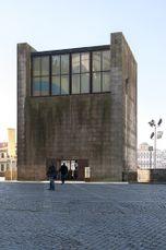 Casa dos Vinte e Quatro, Oporto (1995-2003)