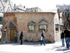 Gaudi.EscuelasSagradaFamilia.5.jpg