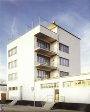 Gropius.Edificio Konsum.4.jpg