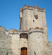El castillo visto desde la plaza de la Cava.