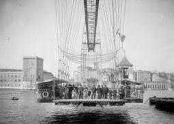Marseille Pont Transbordeur nacelle.jpg