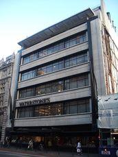 Tienda de ropa para hombres Simpsons, Londres (1935-1936)