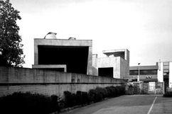 Laboratorios, sala de exposiciones y viviendas Dimensione Fuoco, San Donà di Piave, Italia. (1993)