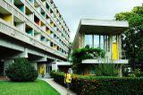 Casa de Brasil en la Ciudad Universitaria de París (1957-1959) con Le Corbusier