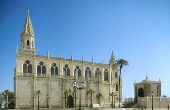 Vista del Santuario de Regla y del Humilladero adyacente