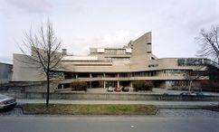 Instituto de Higiene y Microbiología de la Universidad Libre de Berlín (1966–1974), junto con Hermann Fehling