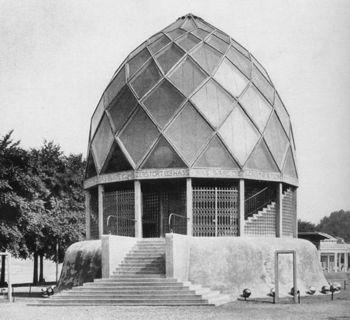 Taut Glass Pavilion exterior 1914.jpg
